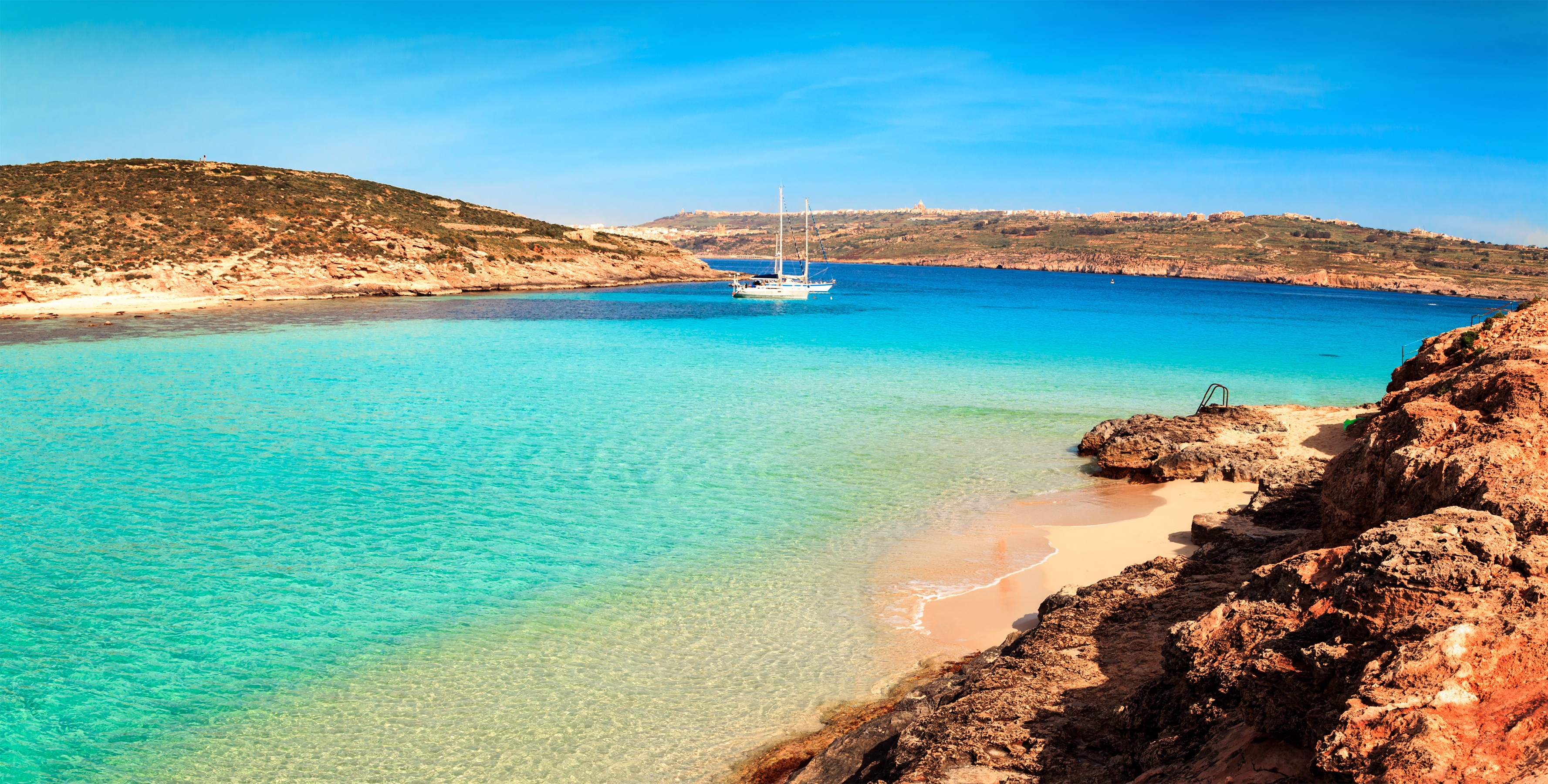 The Blue Lagoon on Comino Island, Malta Gozov